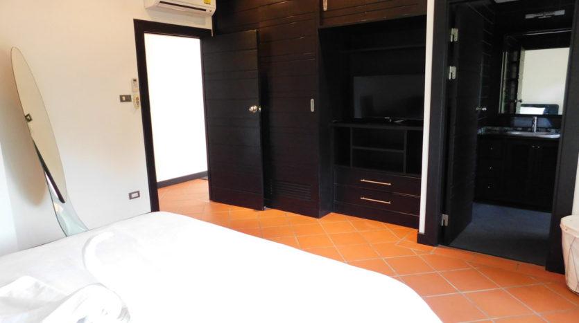 Et Hus Real Estate Villa NaiHarn Beach For Sale Rent (16)