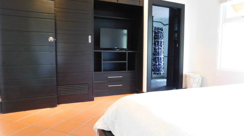 Et Hus Real Estate Villa NaiHarn Beach For Sale Rent (18)