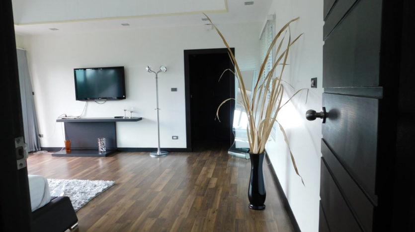Et Hus Real Estate Villa NaiHarn Beach For Sale Rent (23)