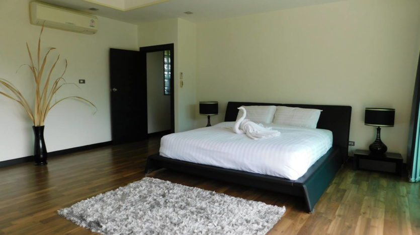 Et Hus Real Estate Villa NaiHarn Beach For Sale Rent (34)