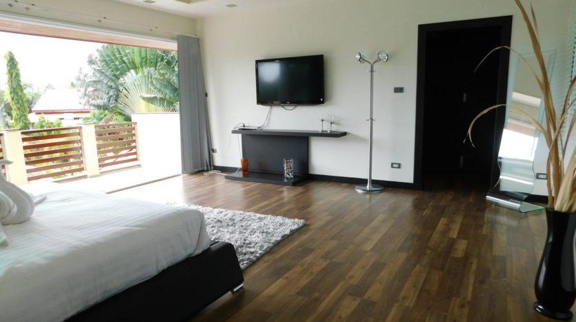 Et Hus Real Estate Villa NaiHarn Beach For Sale Rent (36)