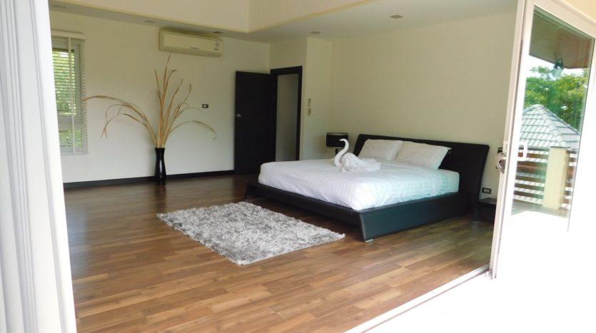 Et Hus Real Estate Villa NaiHarn Beach For Sale Rent (42)