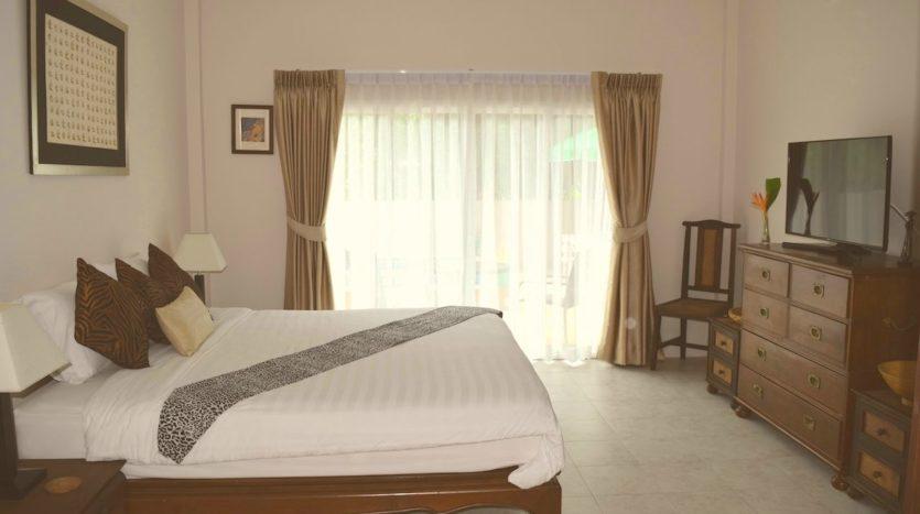 Beautiful Pool Villa In Rawai For Sale (10)bedroom