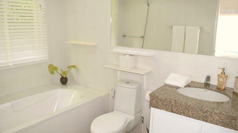 Beautiful Pool Villa In Rawai For Sale (12)bathroom
