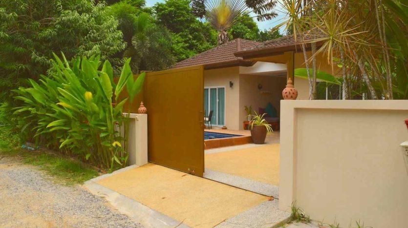 Beautiful Pool Villa In Rawai For Sale (3)gate