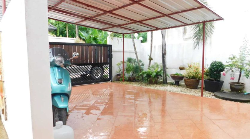 Rawai Pool House For Sale Rent Phuket Parking (17)